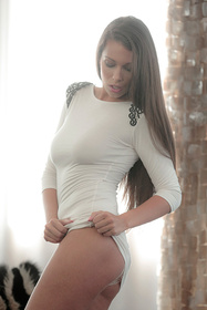 Hot babe Lia Taylor in erotic picture