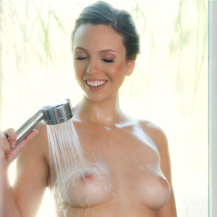 Beautiful Jade Nile poses nude in porn pics