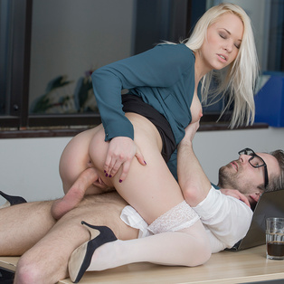 Lola Taylor having hardcore sex