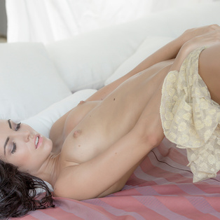 Naked babe Sapphira in HD porn