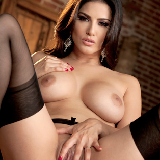 Beautiful Sunny Leone poses nude in porn pics
