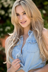 Hot babe Sophia Knight in erotic picture