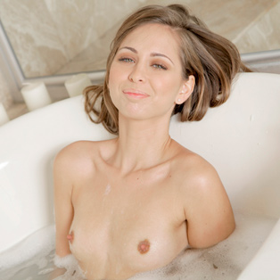 Naked babe Riley Reid in HD porn