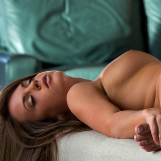 Naked babe Rahyndee James in HD porn