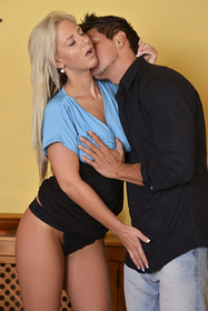 Hot babe Nathaly Cherie in erotic picture