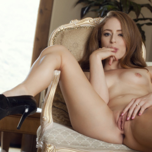 Beautiful Keira Kelly poses nude in porn pics