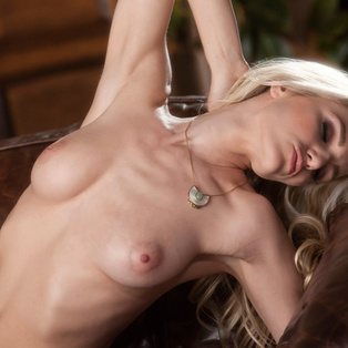 Naked babe Liz Ashley in HD porn
